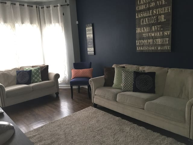 Modern 2 bedroom Apartment in Logan Square Chicago - Chicago - Apartamento