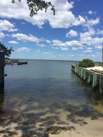 Bay Side First Floor With Private Beach on LBI