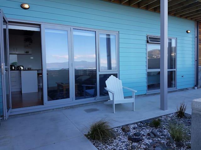 Cosy modern south coast retreat