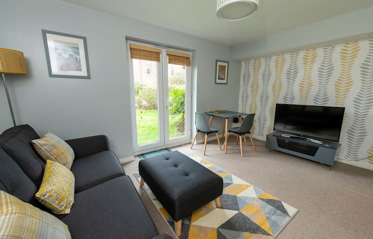 Stylish Apartment in Fashionable West Didsbury with private parking