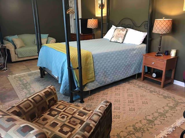Writers Retreat - The Hemingway Room