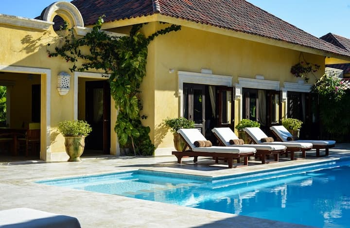 Villa BougainVille 5BR Luxurious, Private sleeps12