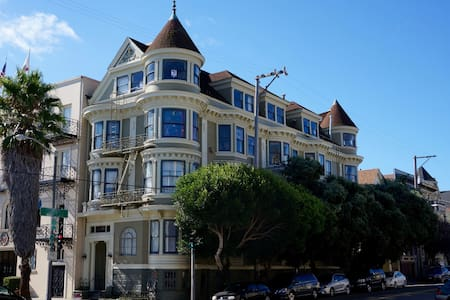 Spacious Bed and Bath Suite in Historic Victorian - San Francisco - Apartment