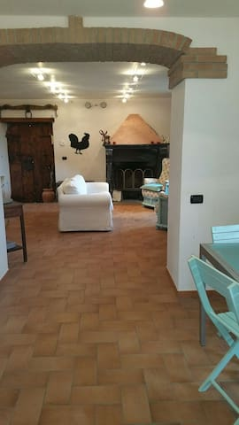Charming cottage in rural IT - Civitella D'agliano - House