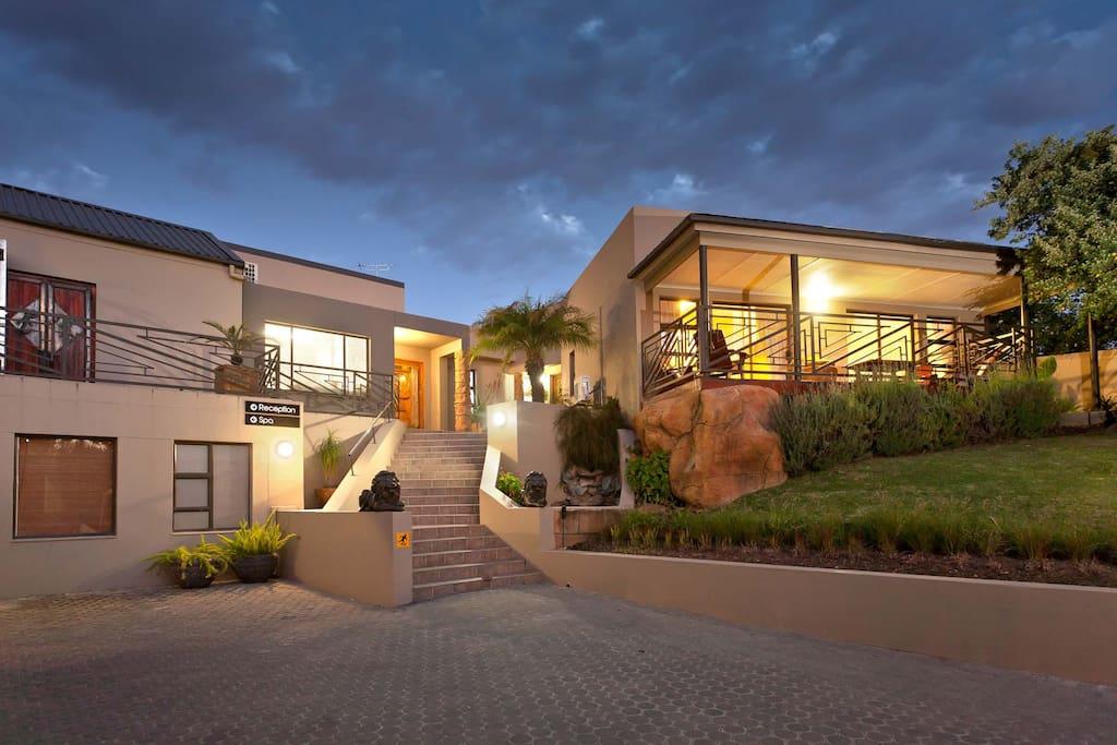 family room boulders lodge chambres d 39 h tes louer. Black Bedroom Furniture Sets. Home Design Ideas