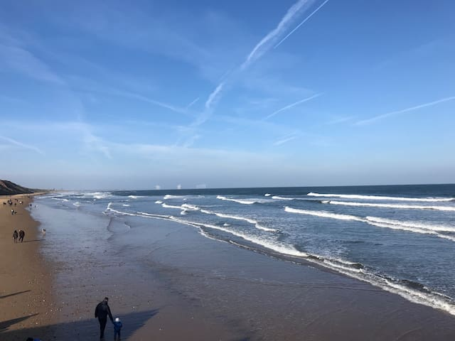 Seafront Apartment best location close to Beach