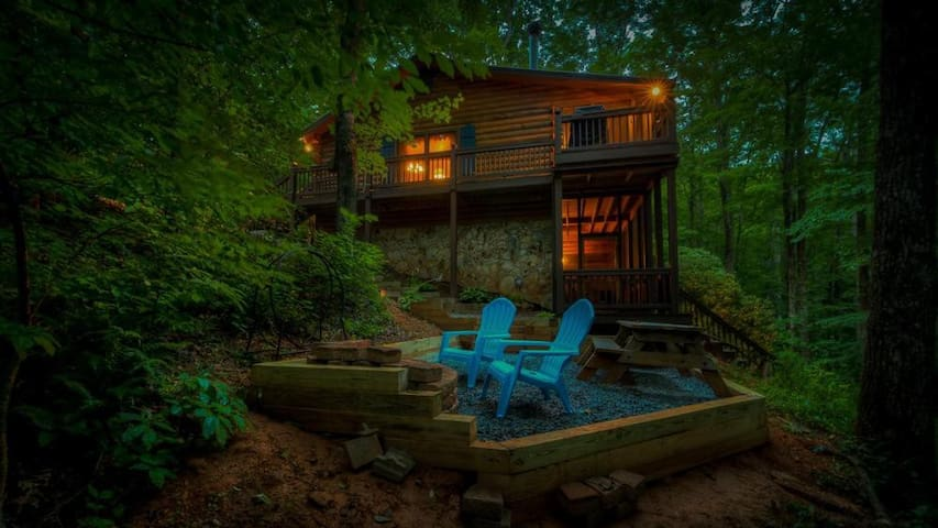 Cherokee Creek- Pet Friendly | Screened Porch | Cherry Log | Fire Pit