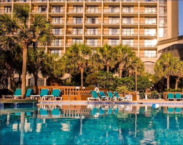 Cozy Oceanfront Beach Cove Hideaway - North Myrtle Beach - Condominium