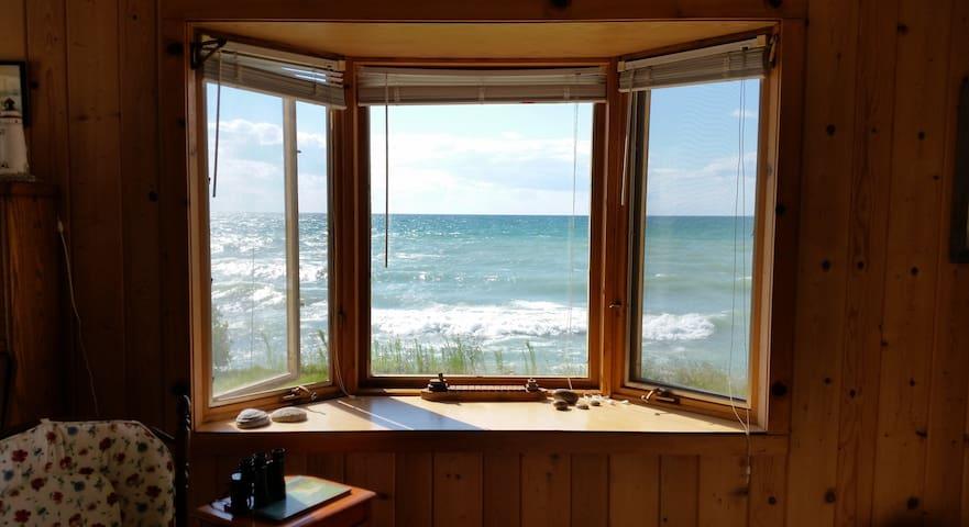 Comfortable and Charming Cottage on Lake Michigan