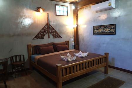 Kanecha's Home Lampang (Deluxe King Room)