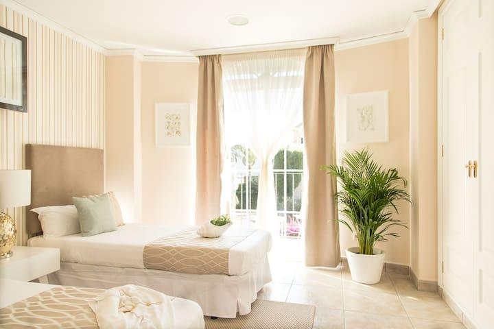 Luxury Cap Blanc Villa (Cullera) Double Bedroom 1