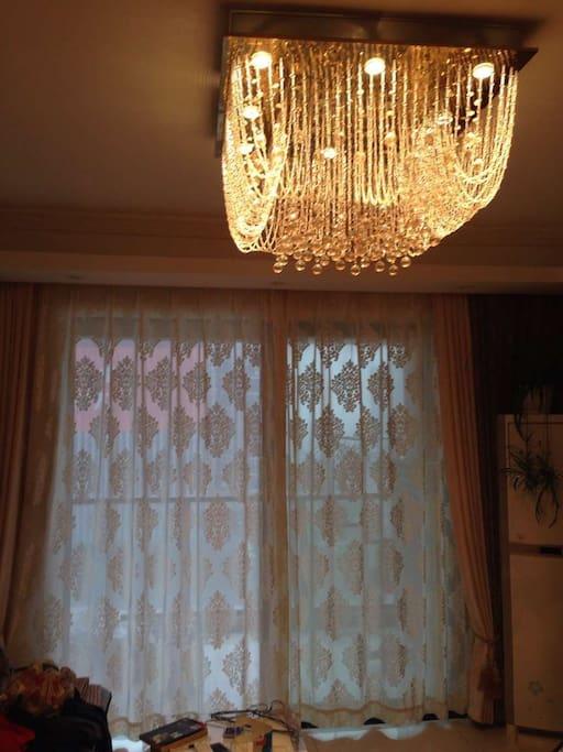 客厅主灯和遮光帘