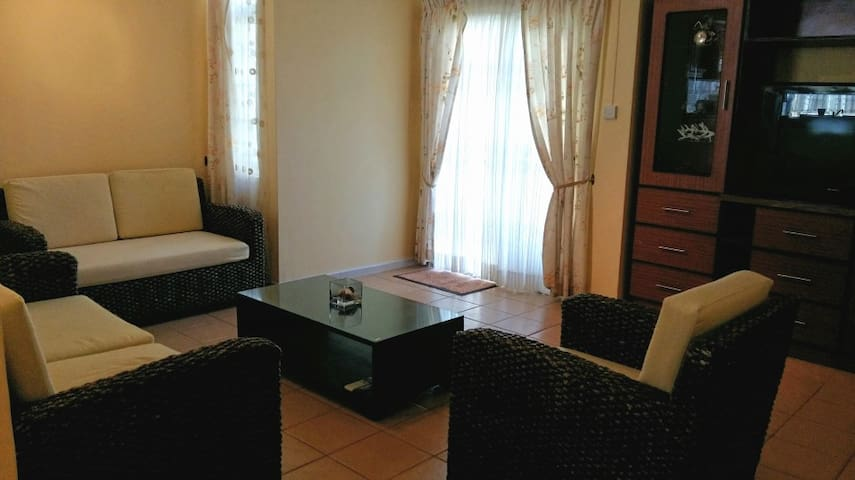 Comfortable  Triplex with 3 ensuite bedrooms - Flic en Flac - House