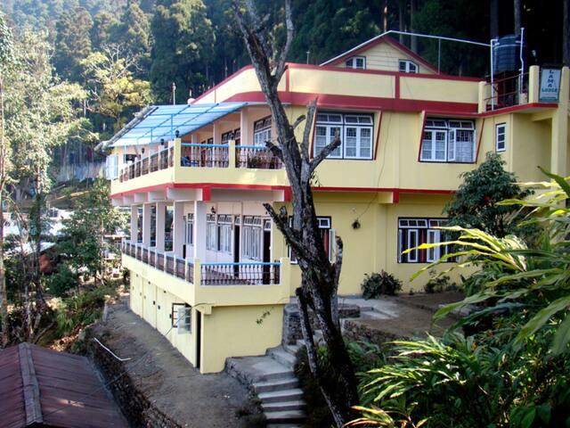 Lamahatta Lodge