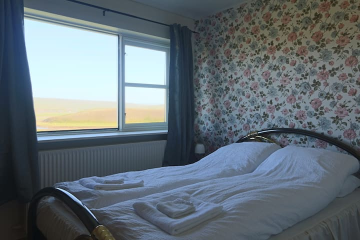 Double room with shared bath in farmhouse