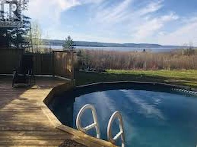 Froggy's Beach House - Jetted tub & seasonal pool