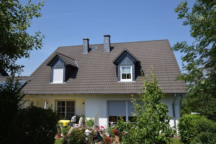Well equipped holiday home in the beautiful Hunsrück near the romantic Moselle valley.