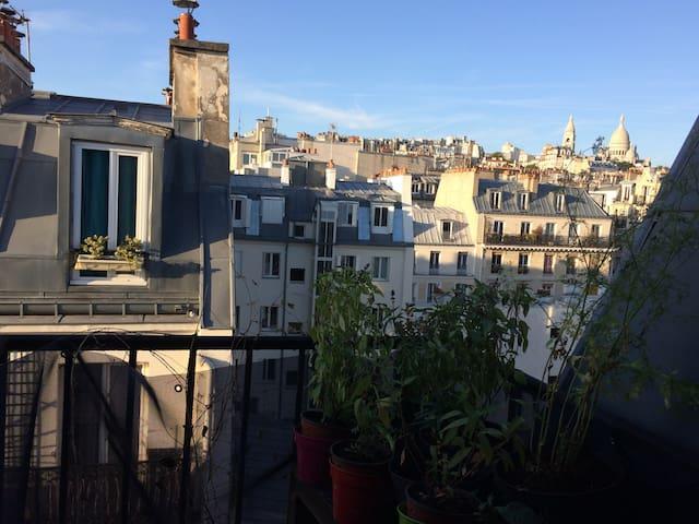 Superbe appartement 2p ac balcons à Montmartre !