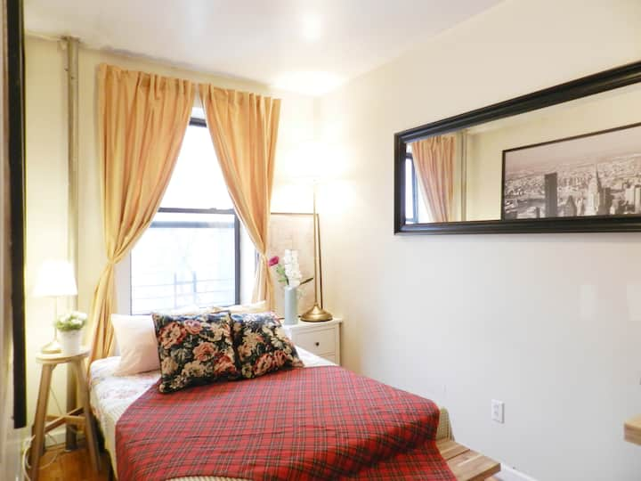 Unique, well-lit 1BR near Cntrl prk, metro n cafes