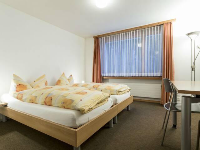 Haus der Begegnung, (Ilanz), 30306A, Doppelzimmer Dusche/WC auf der Etage