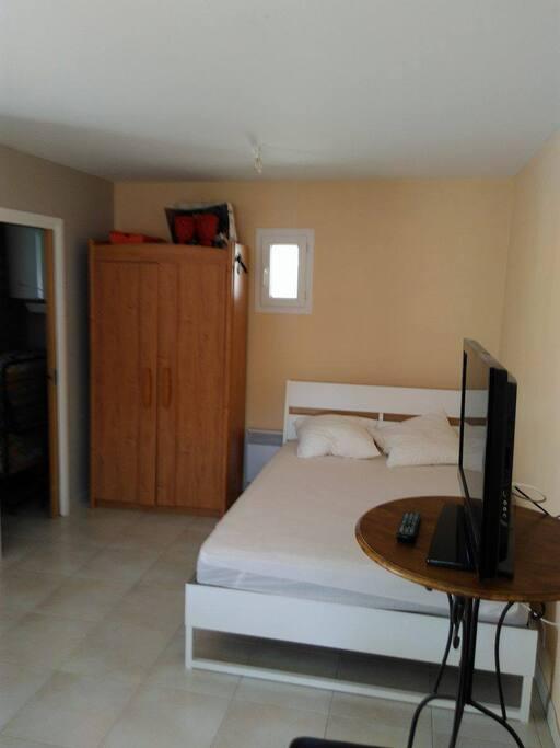 Studio ind pendant chez l 39 habitant suite degli ospiti in for Camera ospiti e studio