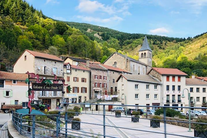 Au coeur du village thermal St-Laurent-les-Bains