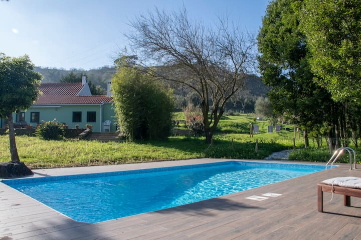 Spacious, modern, independent villa with pool