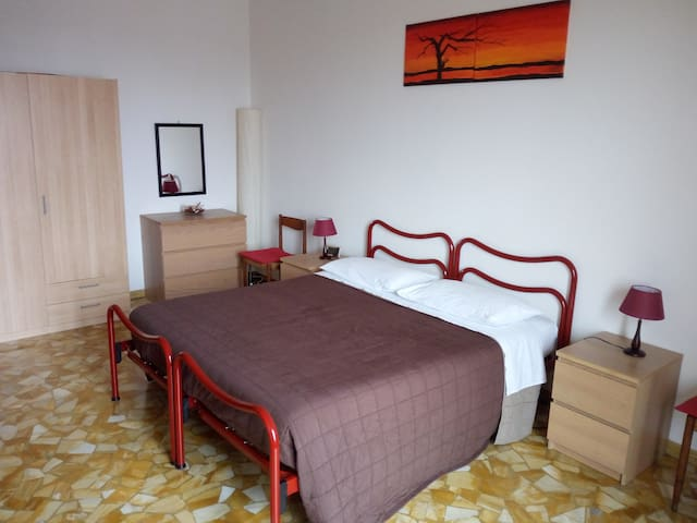 Beautiful double room in front of FIERA DISTRICT