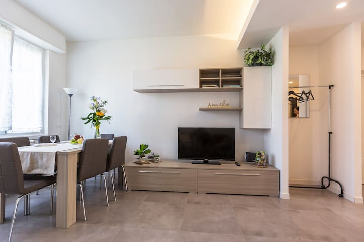 NEW! Apartment X6 with WIFI, underground M1!