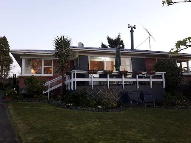 Rimu House Guesthouse includes breakfast