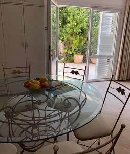 Ein-Hod Studio Apartment with sea view.