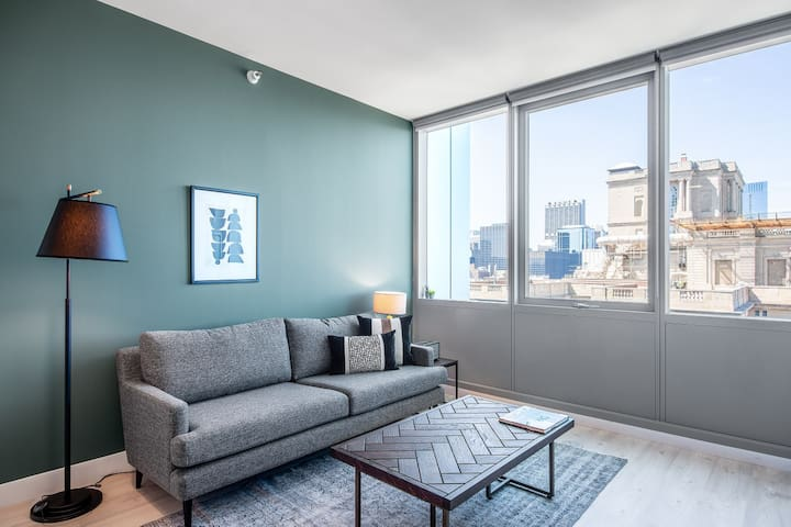 Sharp South Loop 1BR w/ Lounge + Pool near Millenium Park by Blueground