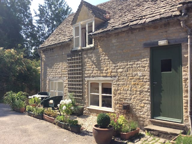 Enjoy life on the farm in this Cotswolds gem