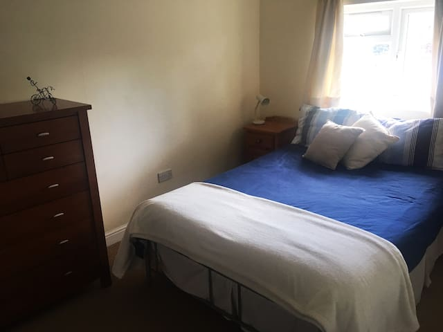 Quiet comfortable double room with  ensuite.