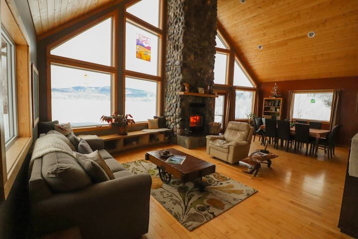 Lake House Escape- 3 BR/ Hot Tub *Families/ Groups
