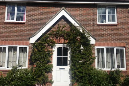 Light, airy single bedroom with en-suite. - Thetford