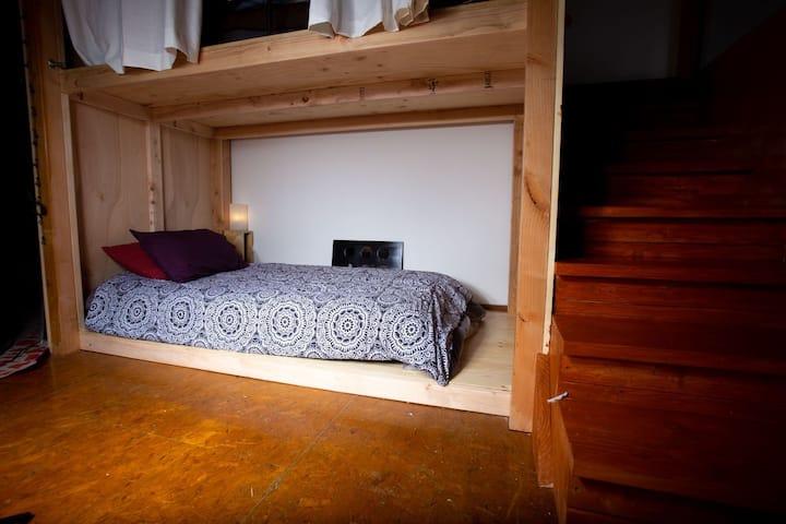 600+ reviews Superhost private bunk DTLA