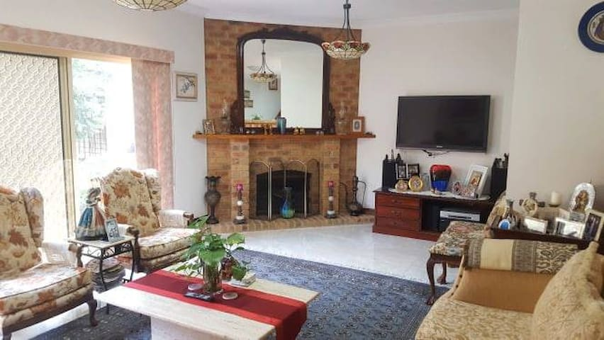 Room for female in large house - AMAZING location!