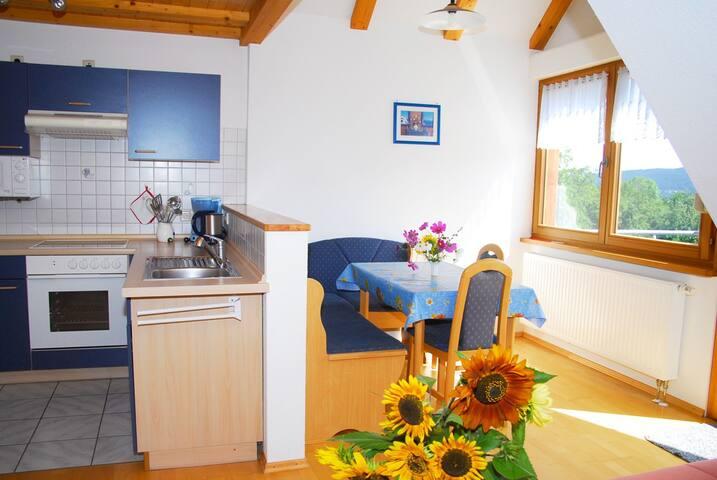 Küche und heller Essbereich, Mayer Burghöfe, Ferienwohnung 4