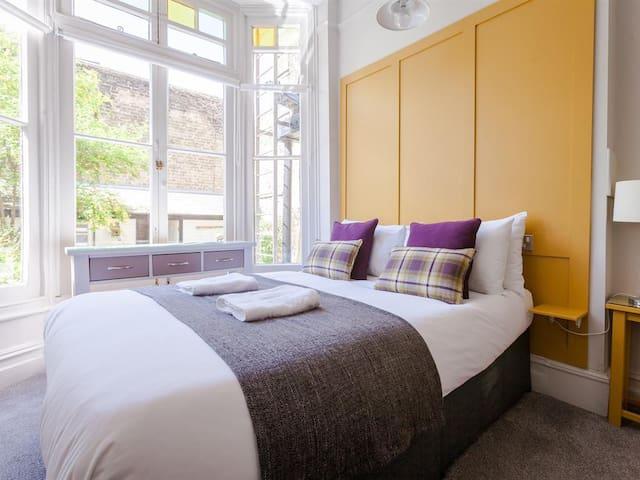 Double en-suite room at Regency House