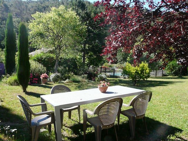 Coquet T2 calme piscine  jardin - Saint-Zacharie - House