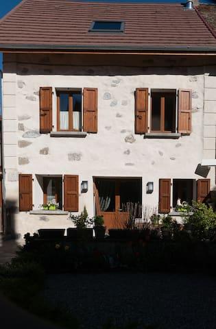 Maison de caractère dans village - Saint-Bonnet-en-Champsaur - Rekkehus