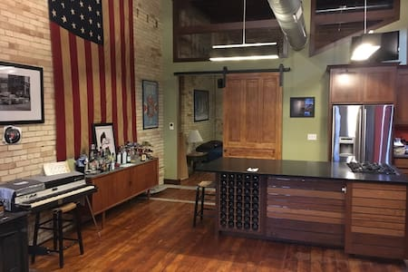 Unique historic 1400 sqft condo - Grand Rapids - Apartament