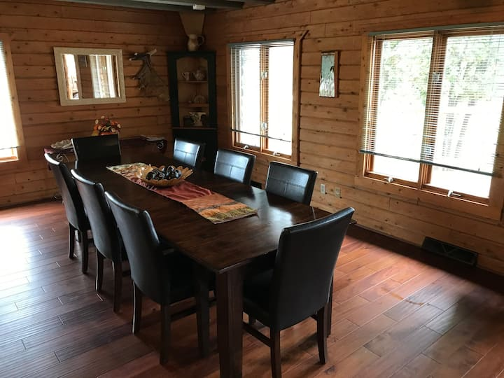 Rapid River Rustic Lodge, with Plenty of space!