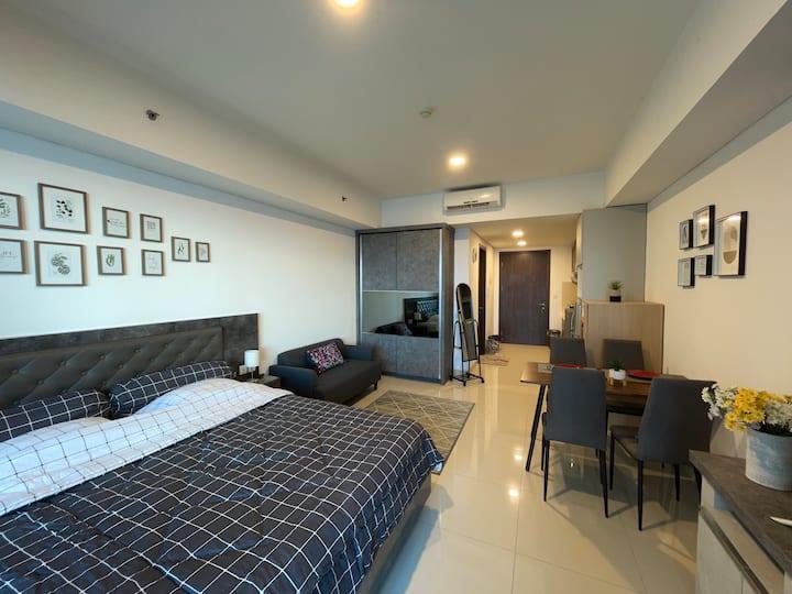 Comfortable Studio with Balcony in Kemang Jakarta