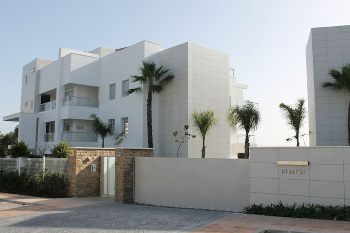Brand new modern flat - Close to beach and golf