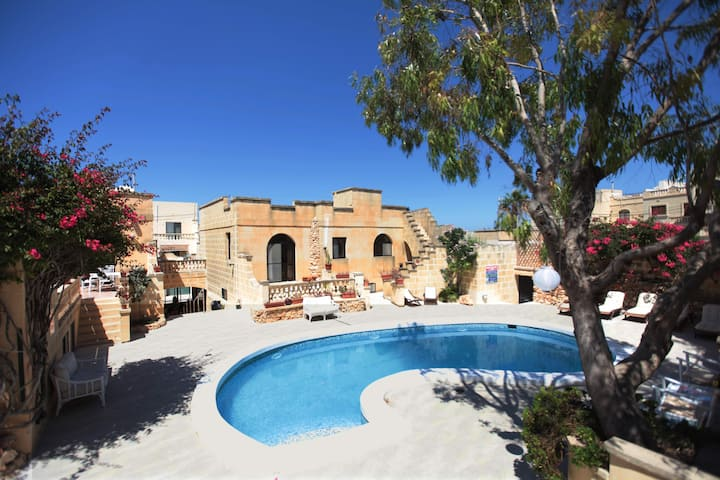Villa Safras: Private Twin with shared pool