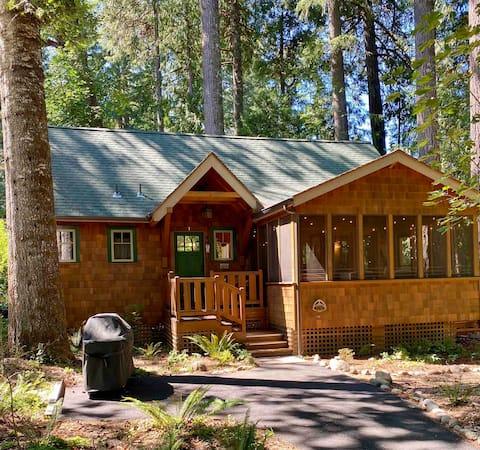 NEW LISTING! Craftsman style cabin on McKenzie.