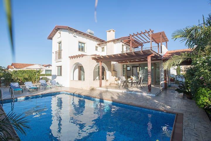 Villa Kiki, Modern 3BDR Ayia Napa Villa with pool