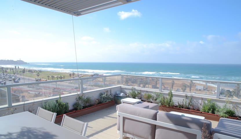Incredible Penthouse with Sea View (837)